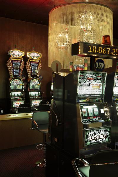 03-machine-a-sous-casino-du-cap-dagde-sophie-petit