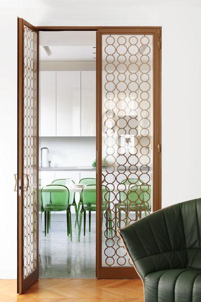 13-porte-vitree-vers-cuisine-appartement-paris-XVI-sophie-petit
