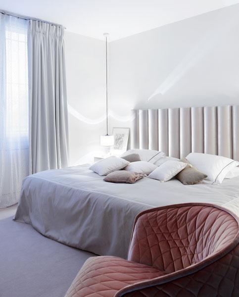 15-chambre-a-coucher-fauteuil-capitonne-appartement-paris-XVI-sophie-petit